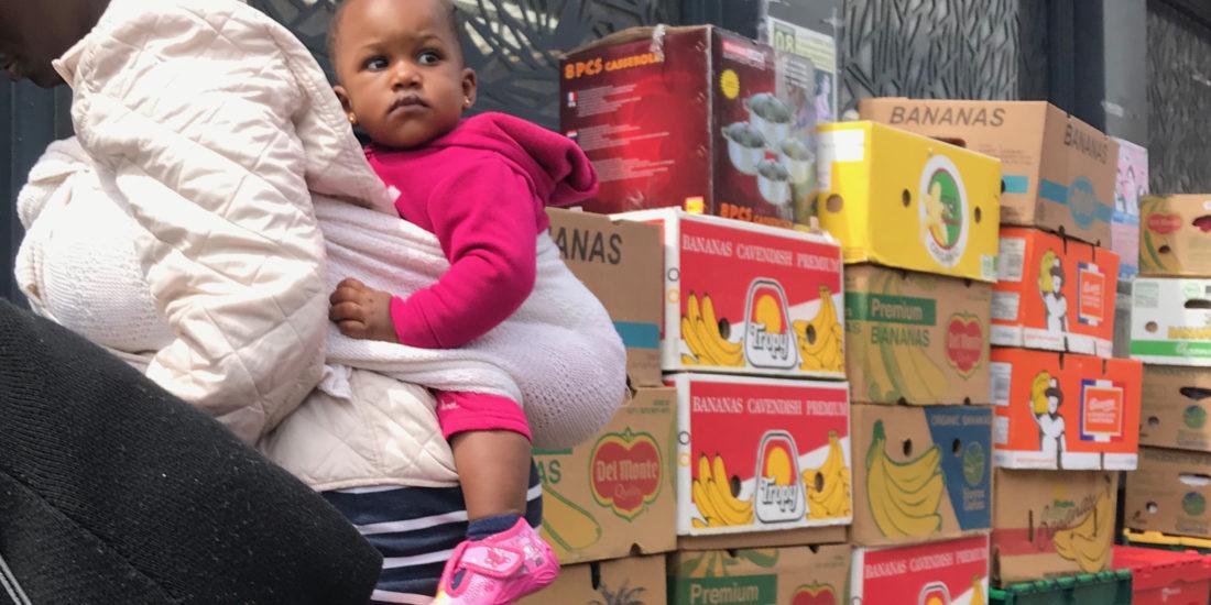 Femme enfant - nourriture