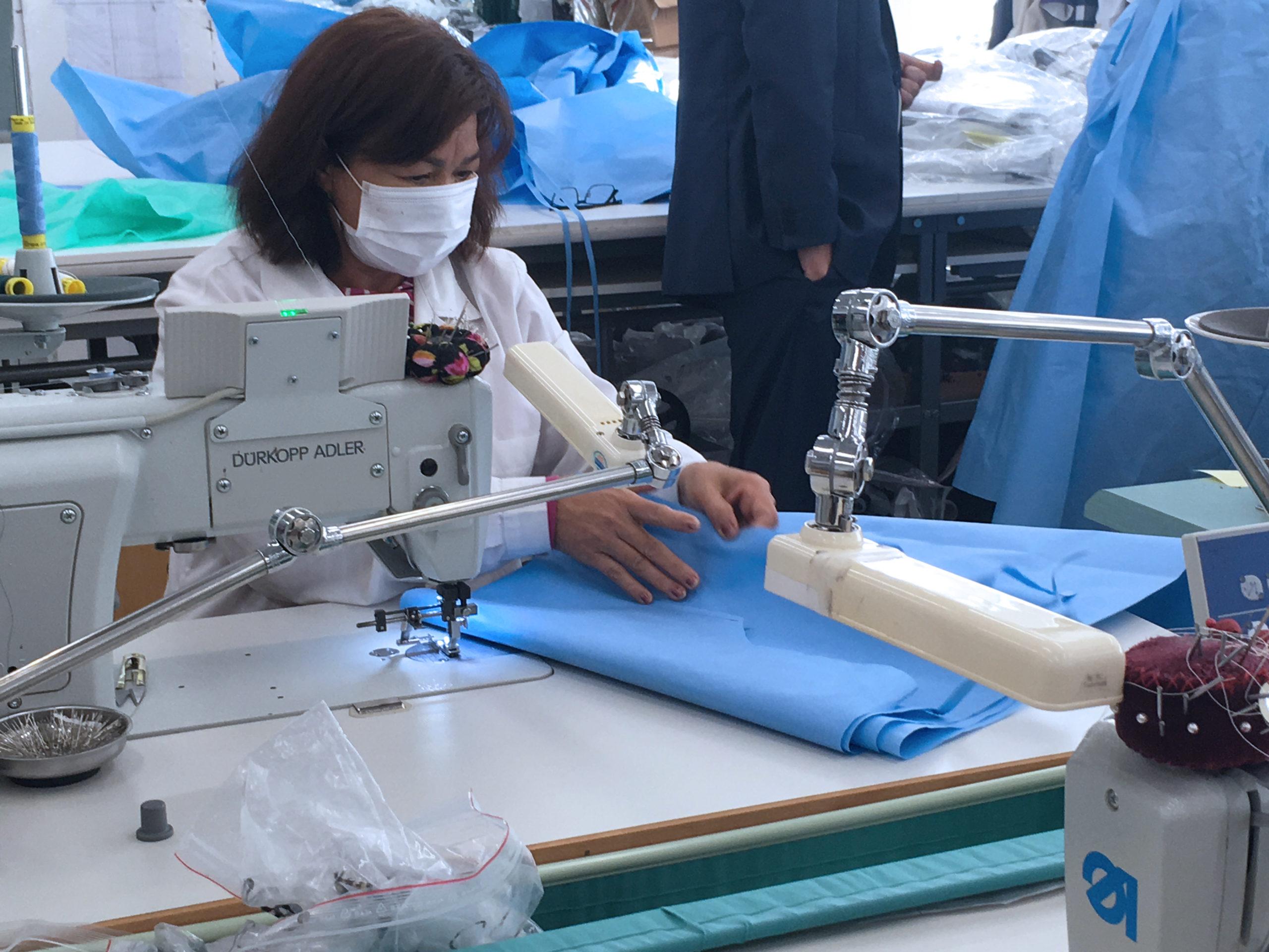 Couture de surblouse médical